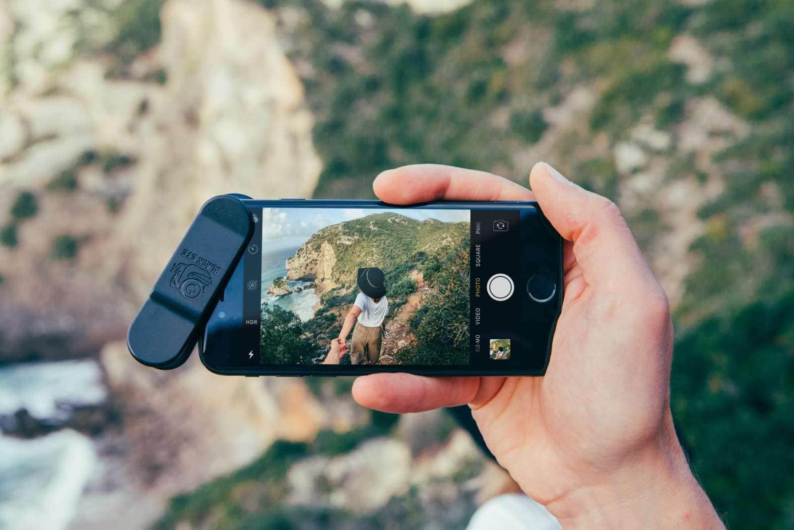 iPhone met een Black Eye Cinema Wide lens