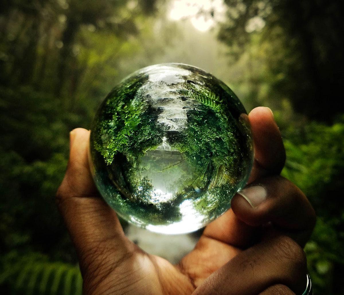 Een glazen bol is een heel verrassend cadeau voor de smartphone-fotograaf
