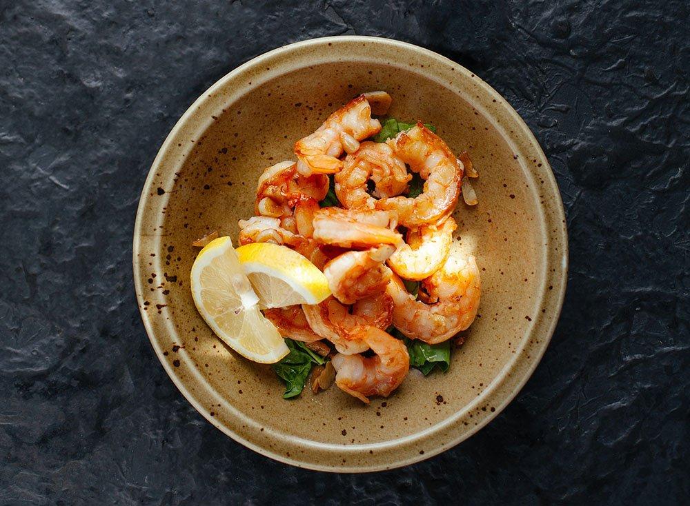 food photography van gamba's in een restaurant